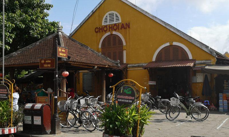 Targ Centralny (Cho Hoi An) położony w starym mieście.
