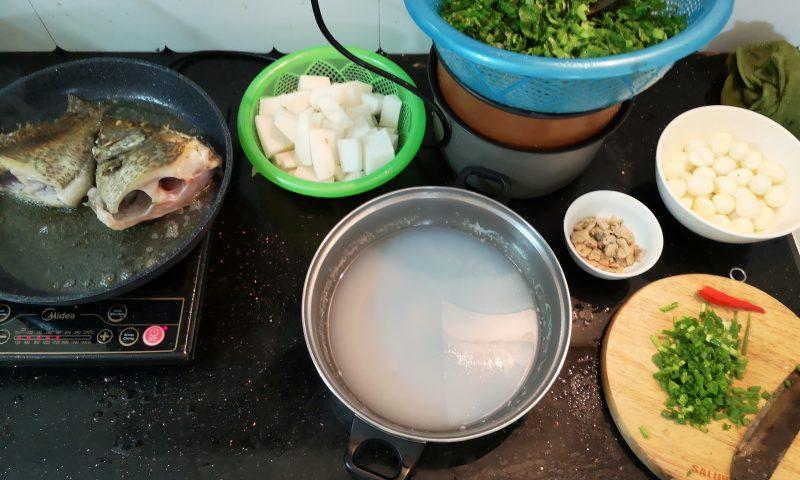 Wolontariat w Wietnamie - kuchnia wietnamska - wspólne gotowanie obiadu. Kuchnia w Hanoi