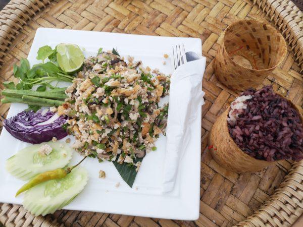 Kuchnia Laosu: Pad Lao i kleisty ryż (sticky rice) w kratip. Co zjeść w Laosie? 15(przy)smaków Laosu