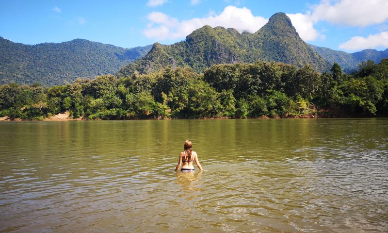 Nong Khiaw w Laosie: Kąpiel w Mekongu
