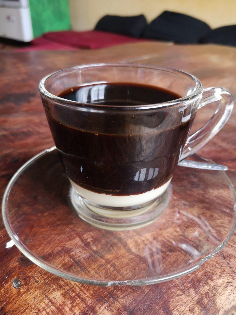 Laos: Kawa z mleczkiem skondensowanym