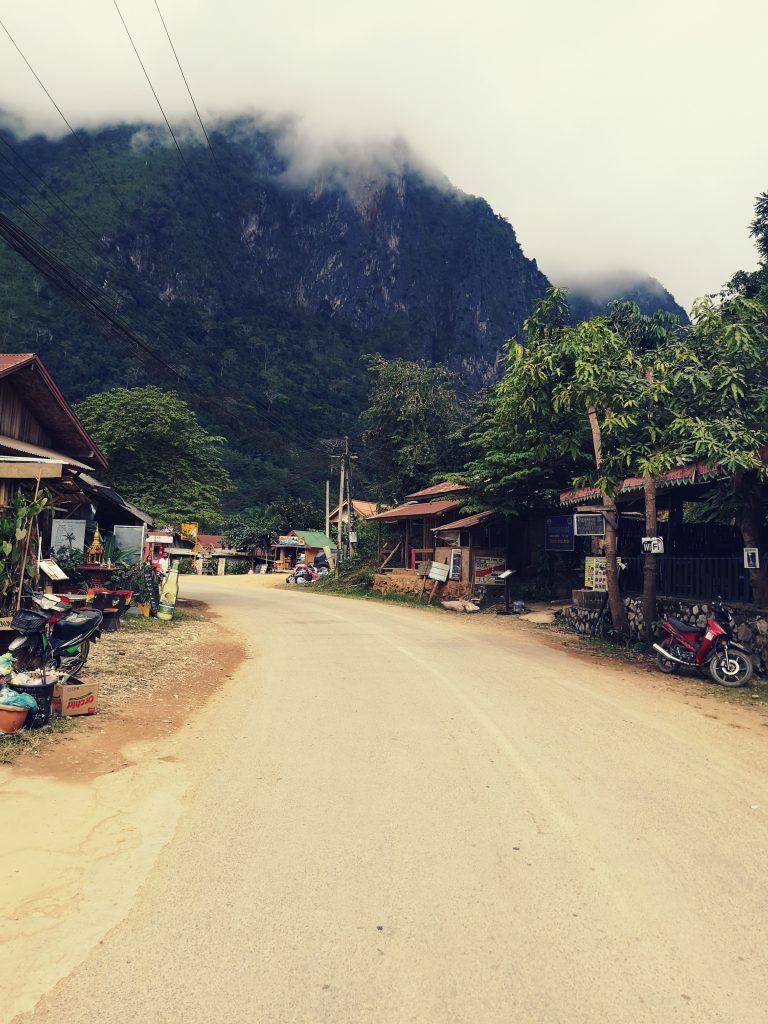 Nong Khiaw w Laosie - widok na góry