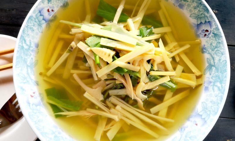 Nong Khiaw w Laosie: Kuchnia laotańska - zupa z bambusa (bamboo soup).
