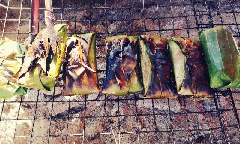 Kuchnia Laosu - ostra potrawa zawinięta w liście bananowca