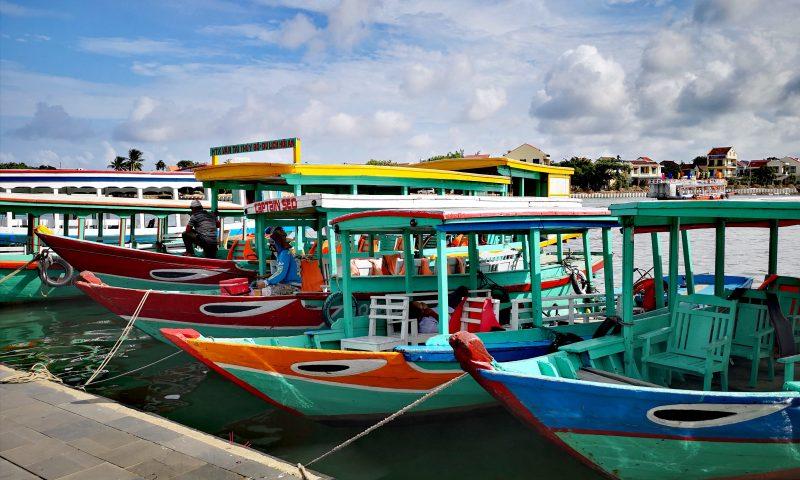 Charakterystyczne łódki wietnamskie