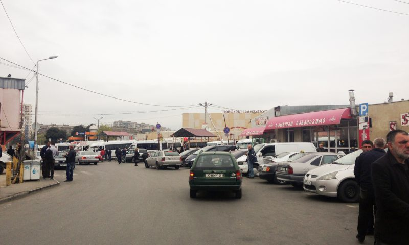 Dworzec i targ w Tbilisi
