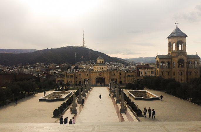 Największe atrakcje Tbilisi - Sobór Trójcy Świętej w Tbilisi
