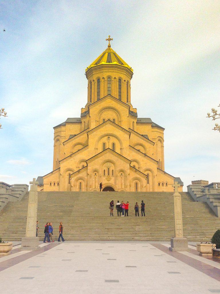 Największe atrakcje Tbilisi - Sobór Trójcy Świętej w Gruzji