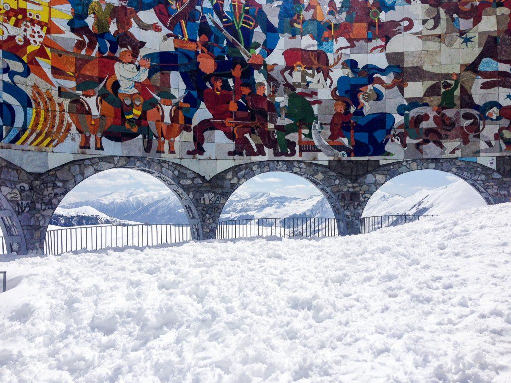 Pogoda w Gruzji. Największe atrakcje Gruzji: Kazbegi. Zwiedzanie Gruzji wiosną.