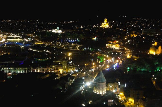 Widok na Tbilisi nocą