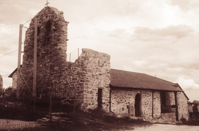 Albergue parroquial Domus Dei. Z Leon do Santiago - Ponferrada. Kościół w Foncebadon