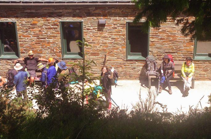 Pielgrzymi na drodze św. Jakuba z Leon do Santiago de Compostela