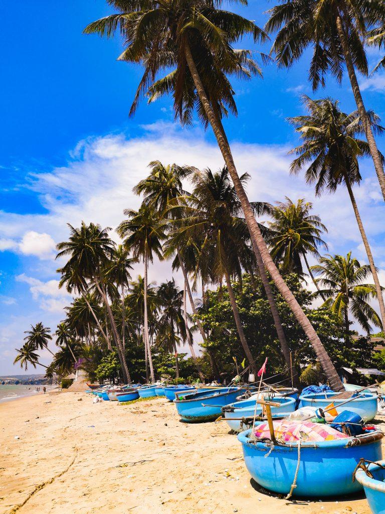 Azja: Co warto zobaczyć w Mui Ne? Plaża, wioska rybacka i tradycyjne wietnamskie łódki