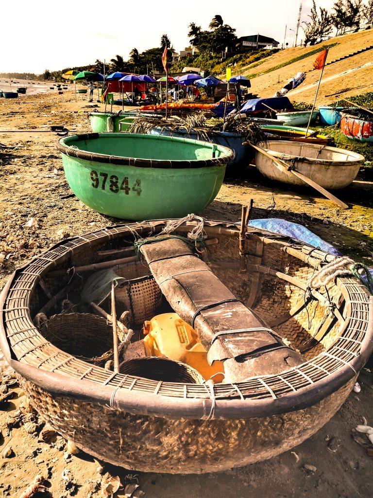 Fishing Village - wioska rybacka w Mui Ne (Wietnam) - tradycyjna łódź rybacka