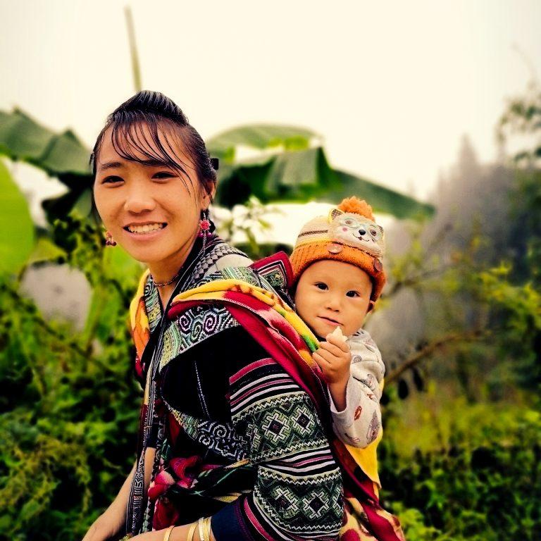 Mniejszość etniczna Hmong - mieszkańcy Wietnamu Północnego - tradycyjne stroje wietnamskie