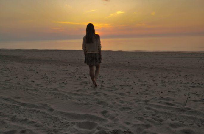 Spanie na dziko w Polsce. Gdzie pod namiot? Viola and the World - Morze Bałtyckie