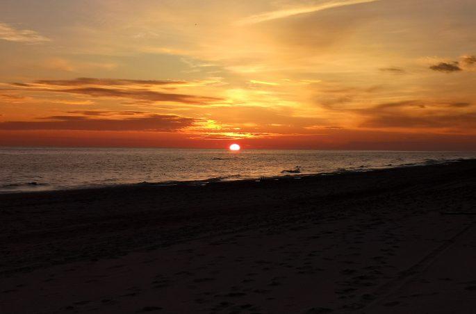 Weekend pod namiotem w Polsce - wschód słońca nad Morzem Bałtyckiem (sunrice balticsea)