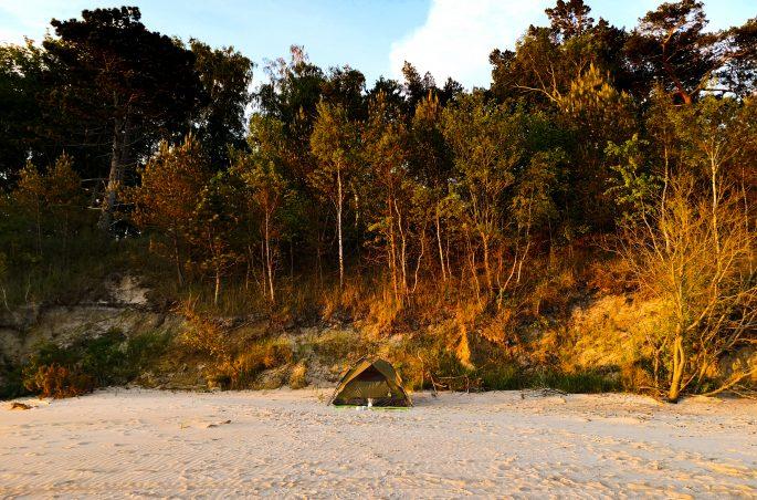 Weekend pod namiotem - polskie morze. Wschód słońca z namiotu. Bałtyk. Viola and the World. Łukęcin, Pobierowo