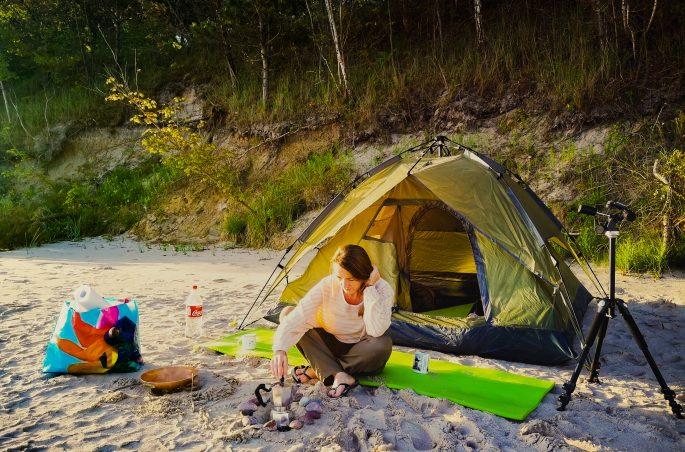 Weekend pod namiotem - polskie morze. Śniadanie na plaży. Namiot i Viola and the World