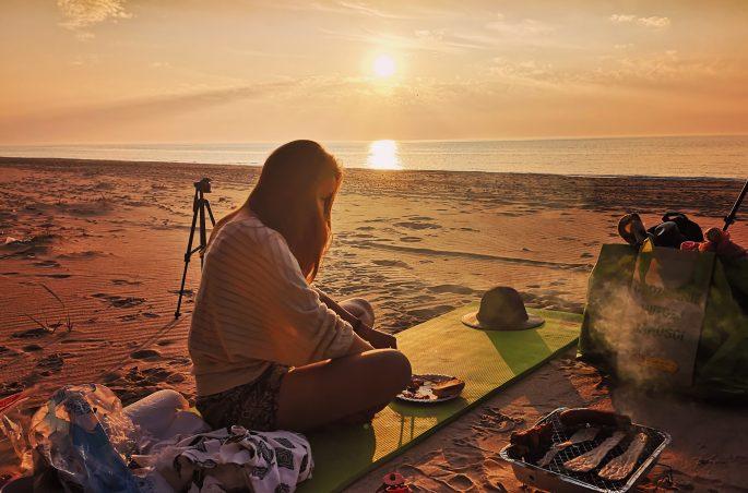 Polska pod namiotem. Grillowanie nad morzem - spanie na dziko. Morze Bałtyckie. Viola and the World