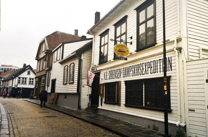 Gamle-dzielnica białych domków w Stavanger. White house in Stavanger