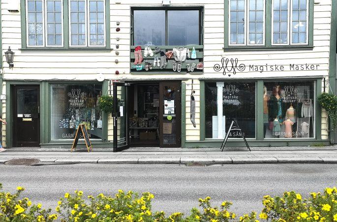 Norwegia - Gamle in Stavanger. Sklepy i budynki. White house in Stavanger