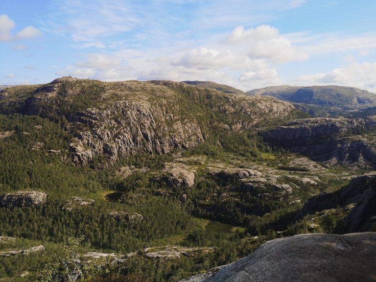 Jak dotrzeć na Preikestolen? Krajobrazy Norwegii