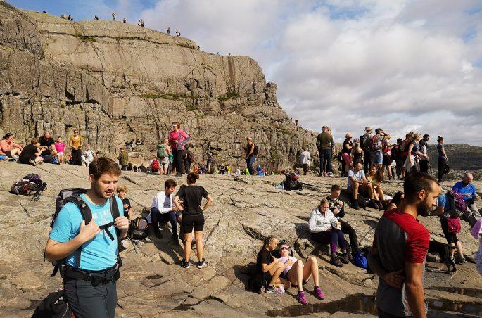 Jak dostać się na Preikestolen? Masowa turystyka w Norwegii. Wejście na Preikestolen