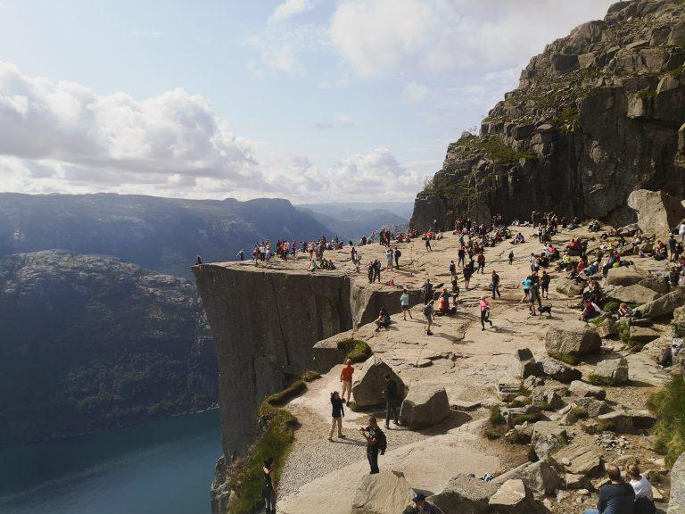 Widok na Pulpit Rock. Turystyka w Norwegii.