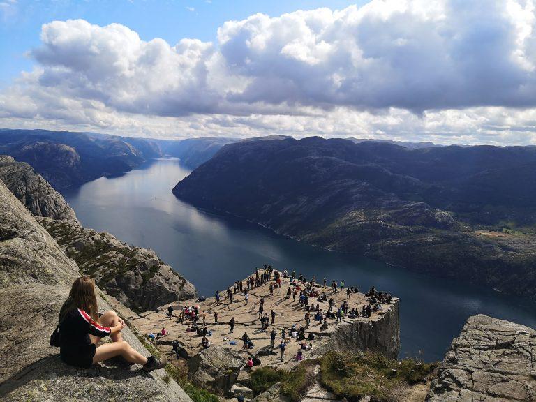 Widok na ambonę - Lysefjorden, fjord. Viola and the World