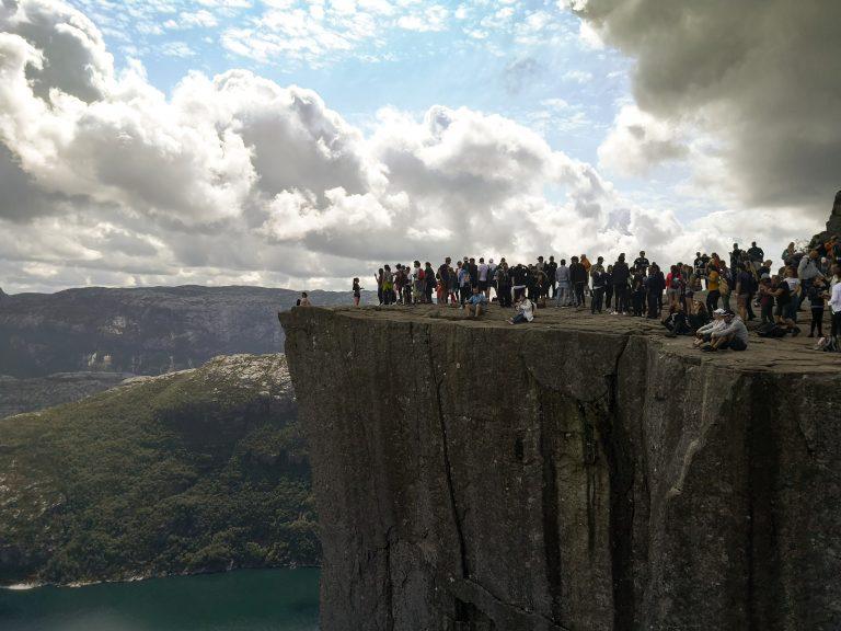 Kiedy iść na Preikestolen? Masowa turystyka - Preikestolen w Norwegii