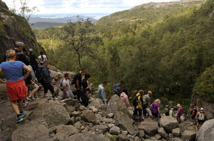 Masowa turystyka w górach w Norwegii