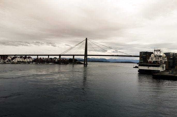 Atrakcje turystyczne Stavanger - prom i most. Ferry in Stavanger