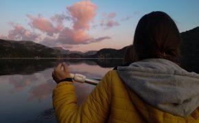 Jezioro na Preikestolen - kajaki w Norwegii. Kayak in Norway. Viola and the World