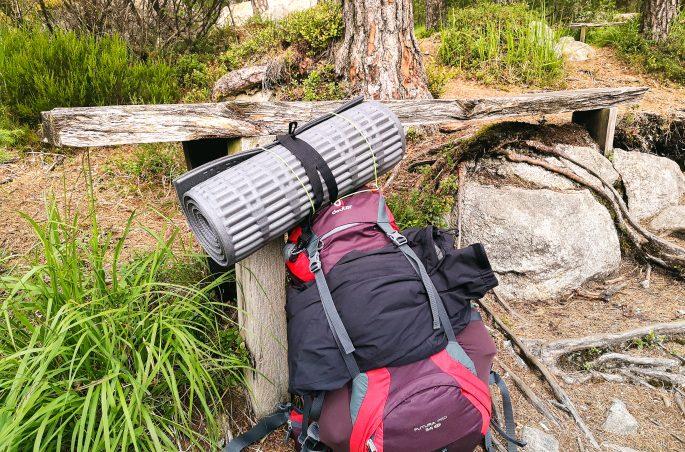 Co spakować pod namiot? Samotna wyprawa do Norwegii. Plecak i Viola and the World