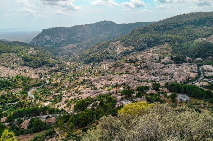 Widok na Valldemossa - trekking po Majorce - Wandern auf Mallorca