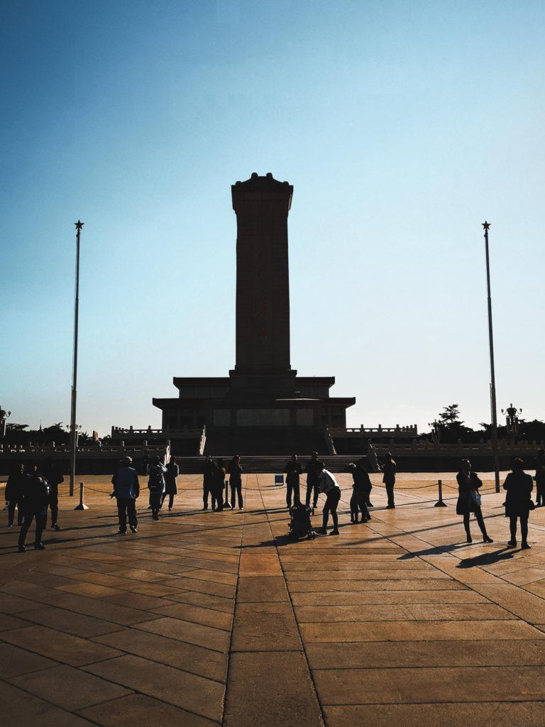 Pomnik Bohaterów Ludu - Co zobaczyć w Pekinie - ekspresowe zwiedzanie Pekinu. Przesiadka w Pekinie