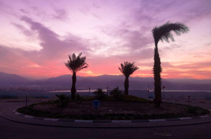 Co zobaczyć w Ejlacie? Izrael i Jordania w jednej podróży. Wschód słońca w Ejlacie i widok na Morze Czerwone