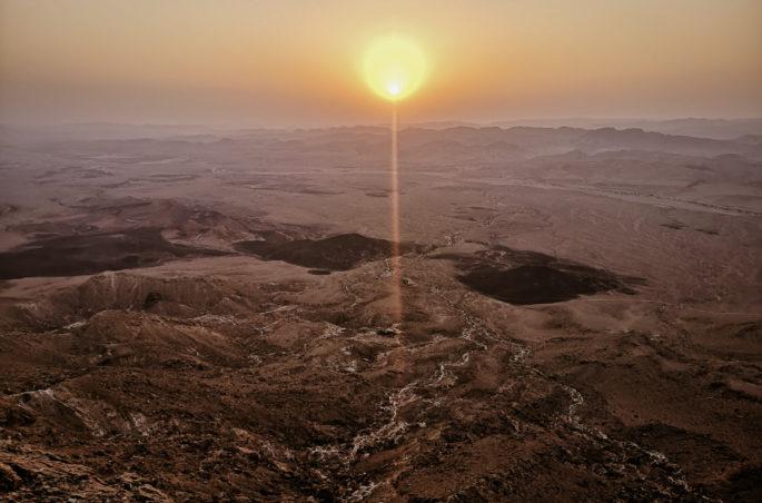 Wschód słońca w Izraelu. Mitzpe Ramon and sunrise in Israel.