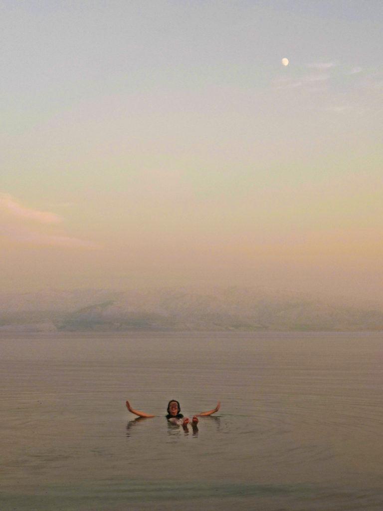 Kąpiel przy blasku księżyca w Morzu Martwym. Israel and Dead Sea in the night. Izrael - plan i kosztorys