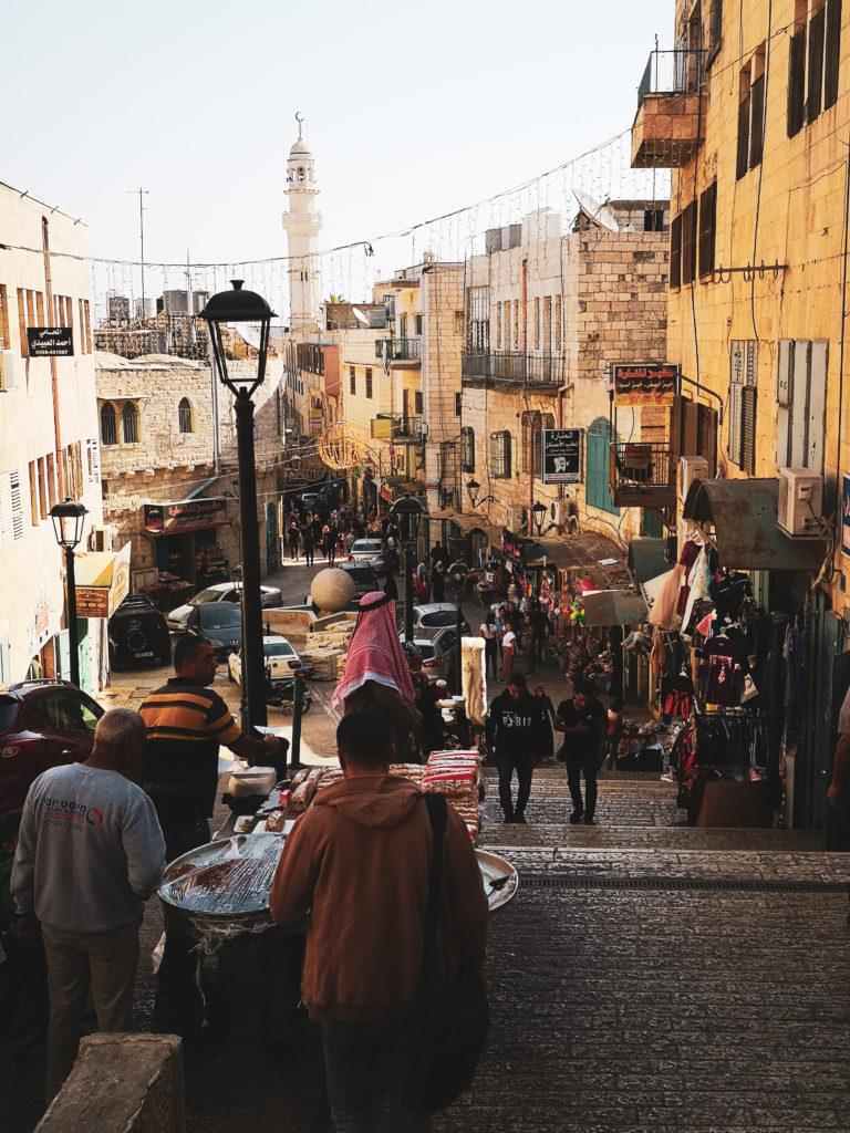 Ulica gwiazdowa. Ulica Gwiazdy Betlejemskiej. Izrael. Targ w Izraelu