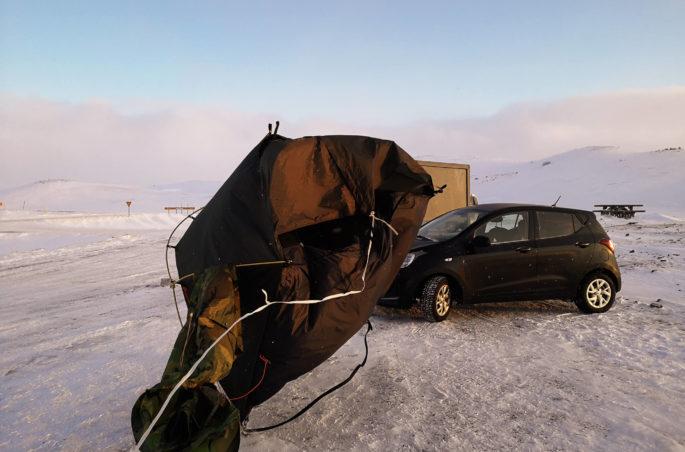 Co spakować na Islandię? Zimą pod namiotem