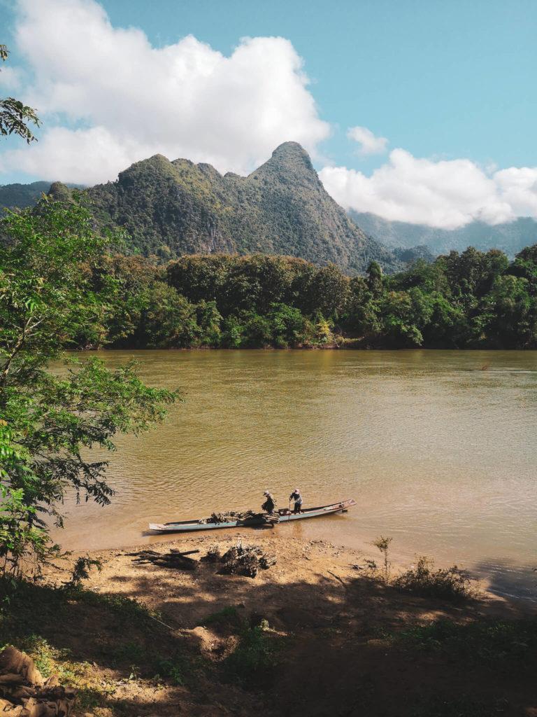 Najpiękniejsze miejsca w Laosie. Laos - niezapomniane wioski Nong Khiaw. Transport łodziami