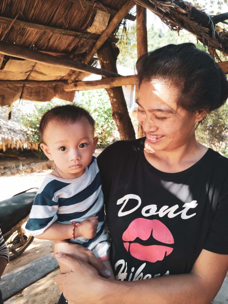 Mieszkańcy Laosu. Lao people. Laos i wioski w okolicach Nong Khiaw.