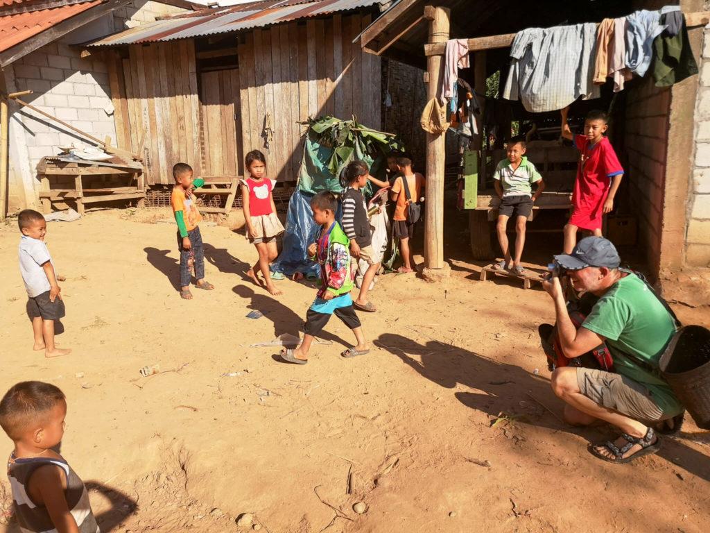 Dzieci Laosu. Najpiękniejsze miejsca w Laosie. Wioski w okolicach Nong Khiaw.