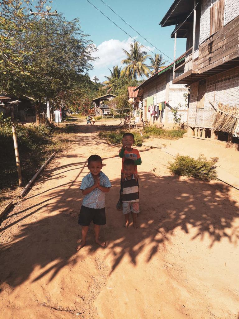 Dzieci Laosu. Lao children. Laos - nieznane wioski Nong Khiaw cz. 2. Co zobaczyć w Laosie?