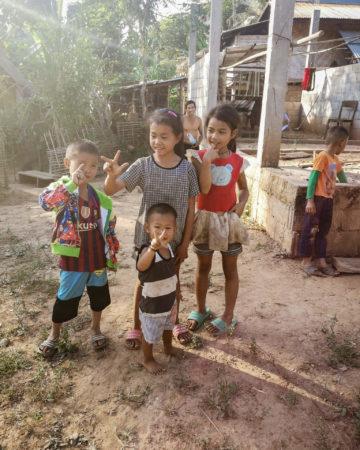 Dzieci Laosu. Największe atrakcje Laosu. Co zobaczyć w Laosie? Laos - nieznane wioski Nong Khiaw cz. 2