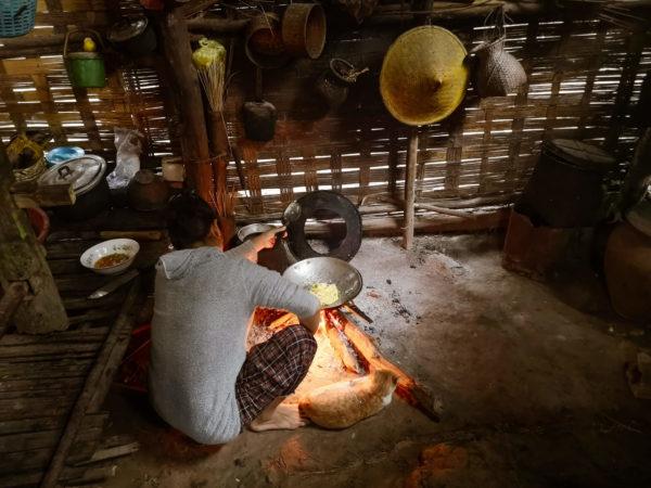 Laos - nieznane wioski Nong Khiaw cz. 2. Co zobaczyć w Laosie? Wnętrze chatki bambusowej