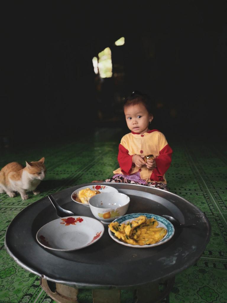 Najciekawsze miejsca w Laosie. Co zobaczyć w Nong Khaiw? Dzieci w Laosie