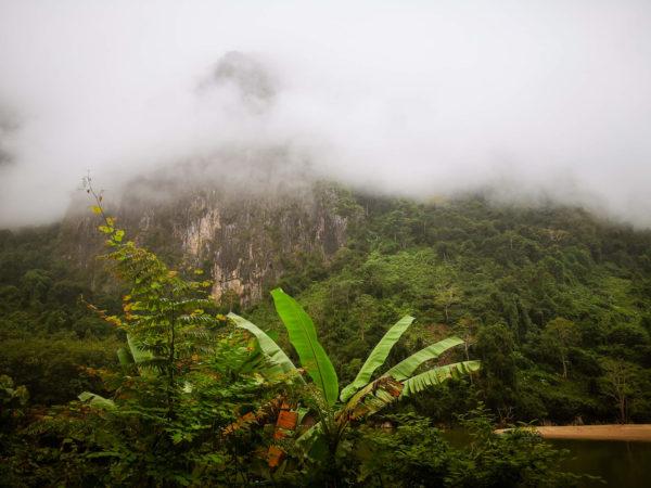 Mgła nad rzeką. Nong Khiaw - najlepsze atrakcje Laosu.